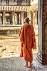 Fototapete - Buddhist monk exploring courtyards of Angkor Wat, Cambodia