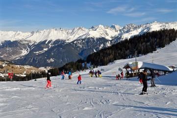 Alpkopfabfahrt im Skigebiet Serfaus im Winter, Tirol, Österreich