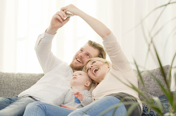 Familie macht ein Selfie