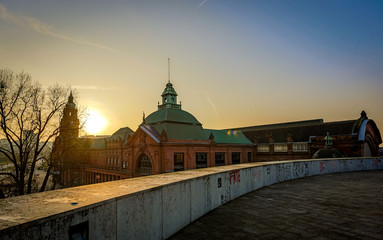 Dach des Lilien Carreè in Wiesbaden im Sonnenaufgang