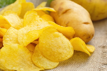 Potato chips with fennel