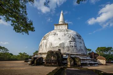 Kiri Vehera Dagoba in the Ancient City of Polonnaruwa, UNESCO World Heritage Site, Sri Lanka, Asia.