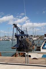 Bateau de pêche à quai.