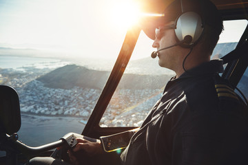 Male helicopter pilot flying aircraft Fototapete