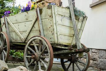 Holzwagen Dekoration