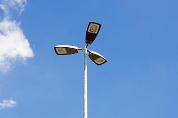 3 armige Straßenbeleuchtung