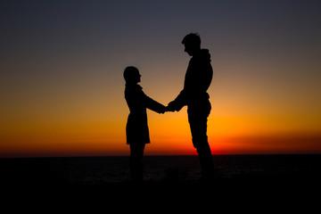 silhouette couple in love