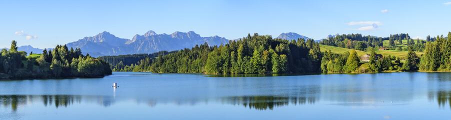 Herrliche Landschaft am Forggensee im schwäbischen Alpenvorland