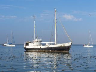 Altes Fischerboot in der  Walvis Bay, Region Erongo, Namibia, Afrika