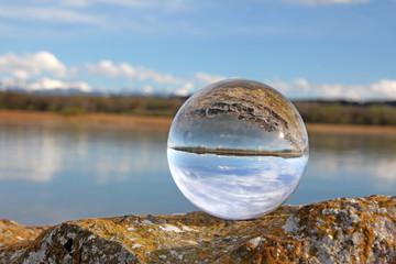 see und himmel in kristallkugel neuenburgersee schweiz