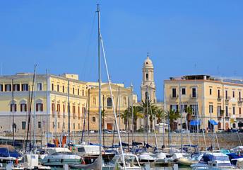 Fotobehang Madrid Yachthafen in der Altstadt von Trani / Apulien, Süditalien