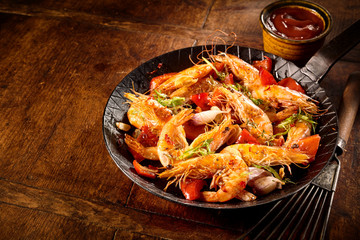 Spicy prawns with herbs, garlic and tomato