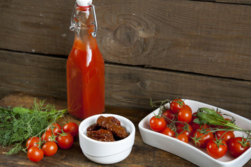 Sun-dried tomatoes, fresh tomatoes and tomato puree