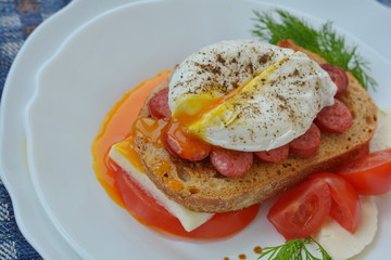 sandwich with poached egg
