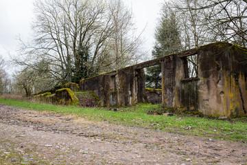 Ruinen des Steinbruchs der Nazis