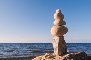 Equilibrium of pebbles
