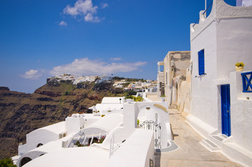 La pose en embrasure Santorini Cityscape of Thira in Santorini island, Greece