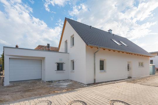 Einfamilienhaus mit Garage im Bau
