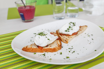 Bread with smoked bacon and cream cheese
