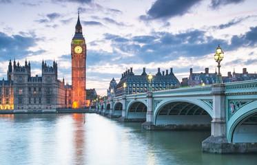 Big Ben i Houses of Parliament w nocy w Londynie, Wielka Brytania