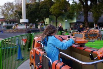 遊園地の少女