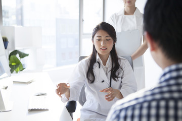 Female doctors are examination of the patient