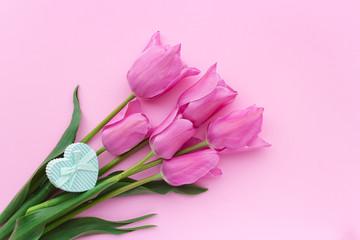 ピンクのチューリップの背景素材