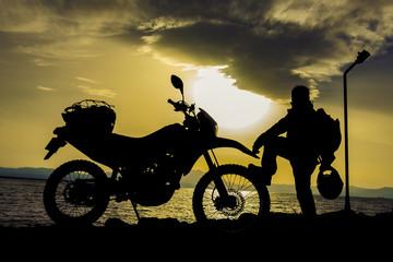 motorsikletçi adam silüeti