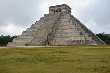 Temple of Kukulkan, pyramid in Chichen Itza, Yucatan, Mexico.