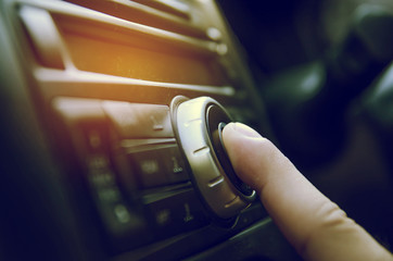 finger push power button in car