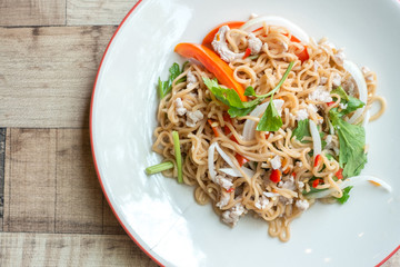 Instant noodle in spicy salad