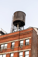 Water tower atop a red brick building in Midtown Manhattan