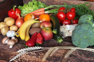 Gemüse, Obst, Früchte, Getreide, Körner alles frisch geerntet