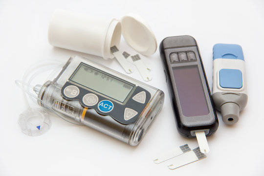 Accessories you need to control diabetes- insulin pump and blood sugar meter