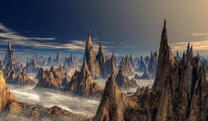 Spitze, schmale Berge auf einem Fantasy Planet. Nebelfelder auf dem Boden. Sterne im Hintergrund.