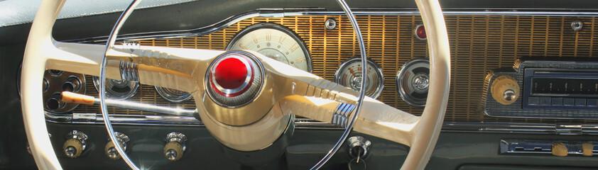 Photo sur Plexiglas Vintage voitures Vintage car dashboard (fragment)