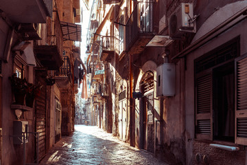 Fototapeten Schmale Gasse Street view of old town in Naples city, italy Europe
