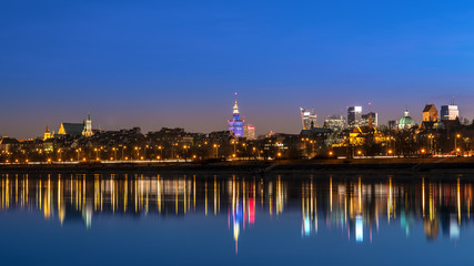 View of the old city of Warsaw from the Vistula night