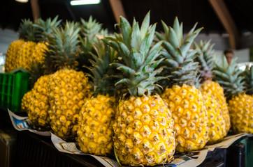 Ananas au marché