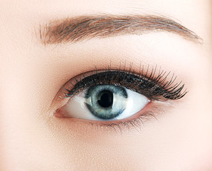 eye of the woman with natural make up