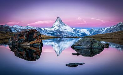 Stellisee und Matterhorn in den Schweizer Alpen bei Zermatt, Schweiz