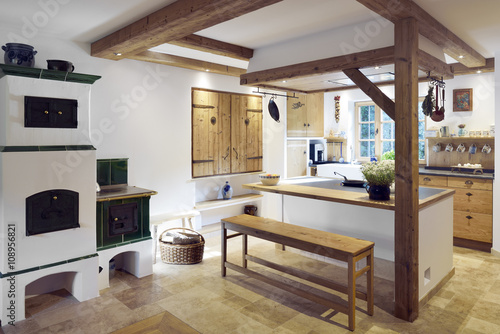 Rustic Country Style Home With Kitchen Island Stockfotos Und