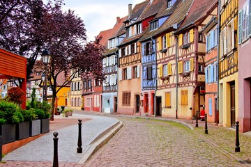 Fototapete - Quaint colorful houses of the Alsatian city of Colmar, France