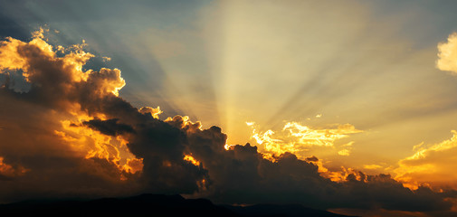 Beautiful colorful cloudscape sunset with sun rays