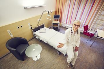 Arzt Krankenhaus Zimmer Vogelperspektive anbieten