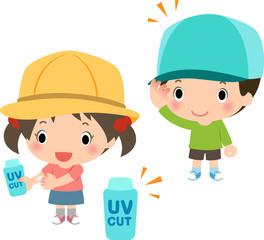 帽子や日焼け止めで紫外線対策をする子どもたち