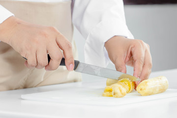 making banana cake