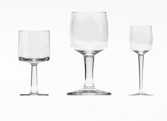 Bicchieri su sfondo bianco