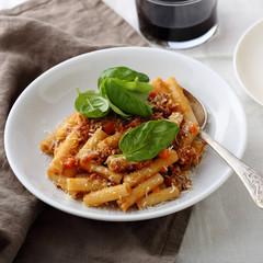 italian meat pasta in bowl