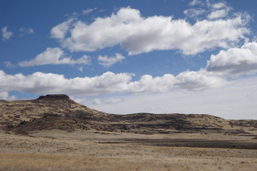 Backdrop for a Old Western Movie?  Small Mesa / Plateau in the American West